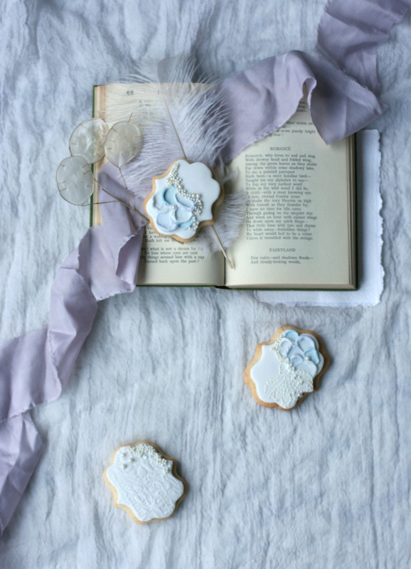 Romantic wedding favour biscuits inspired by the coast