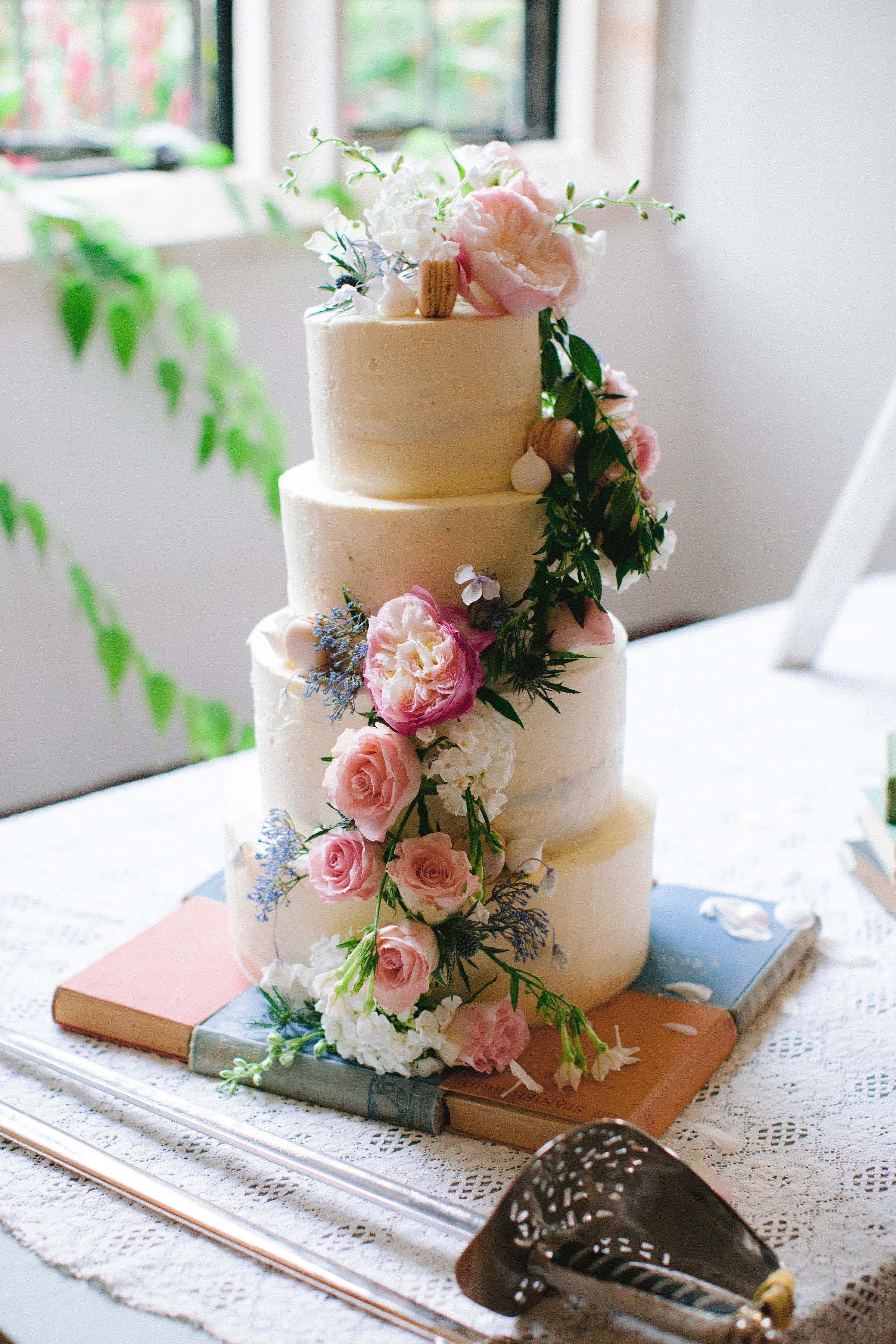 Quintessential English Summer wedding cake decorated with fresh garden flowers. Photo by Camila Arnhold.