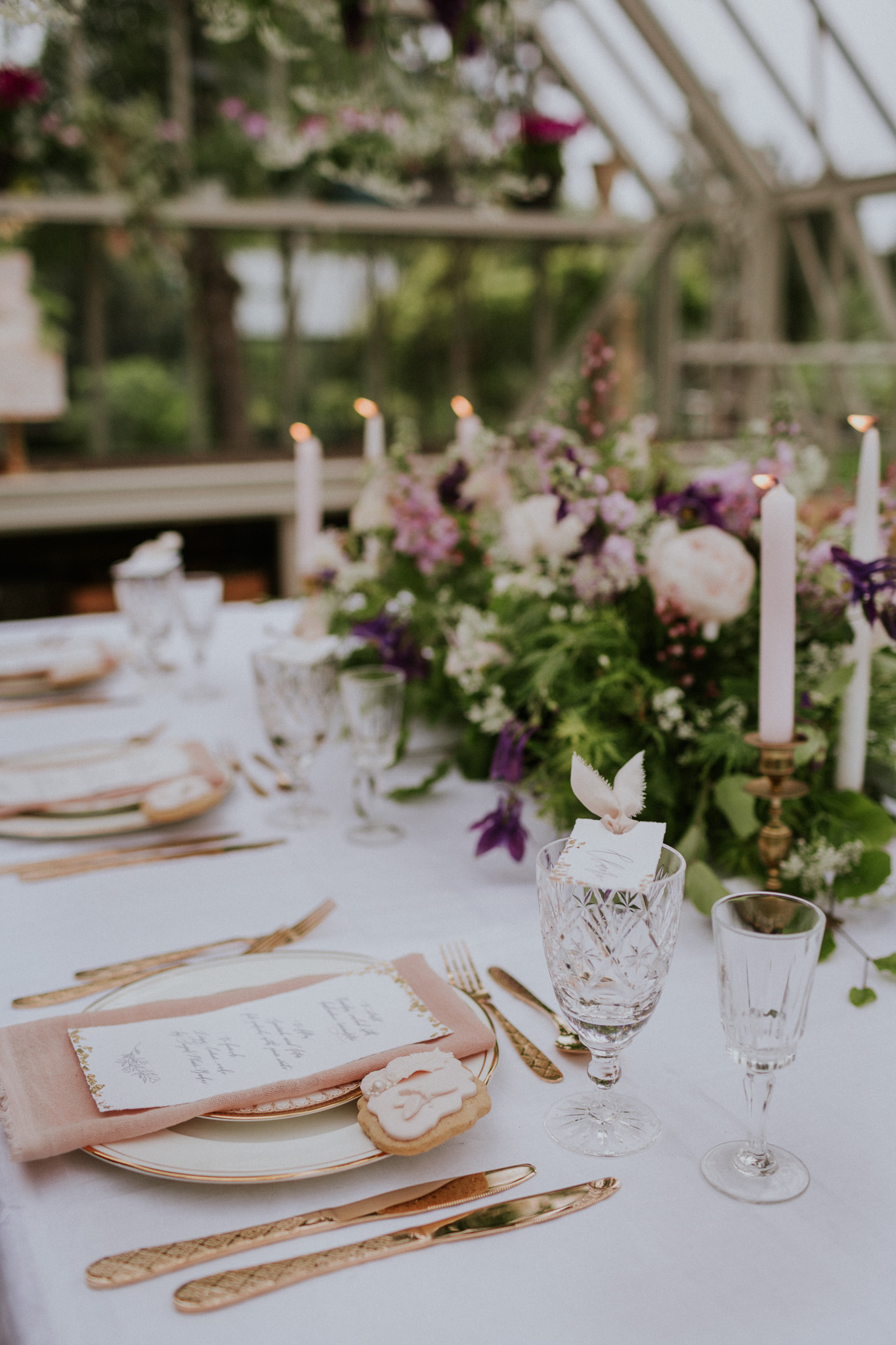 Romantic wedding table with touches of blush and gold. Photo by Maja Tsolo