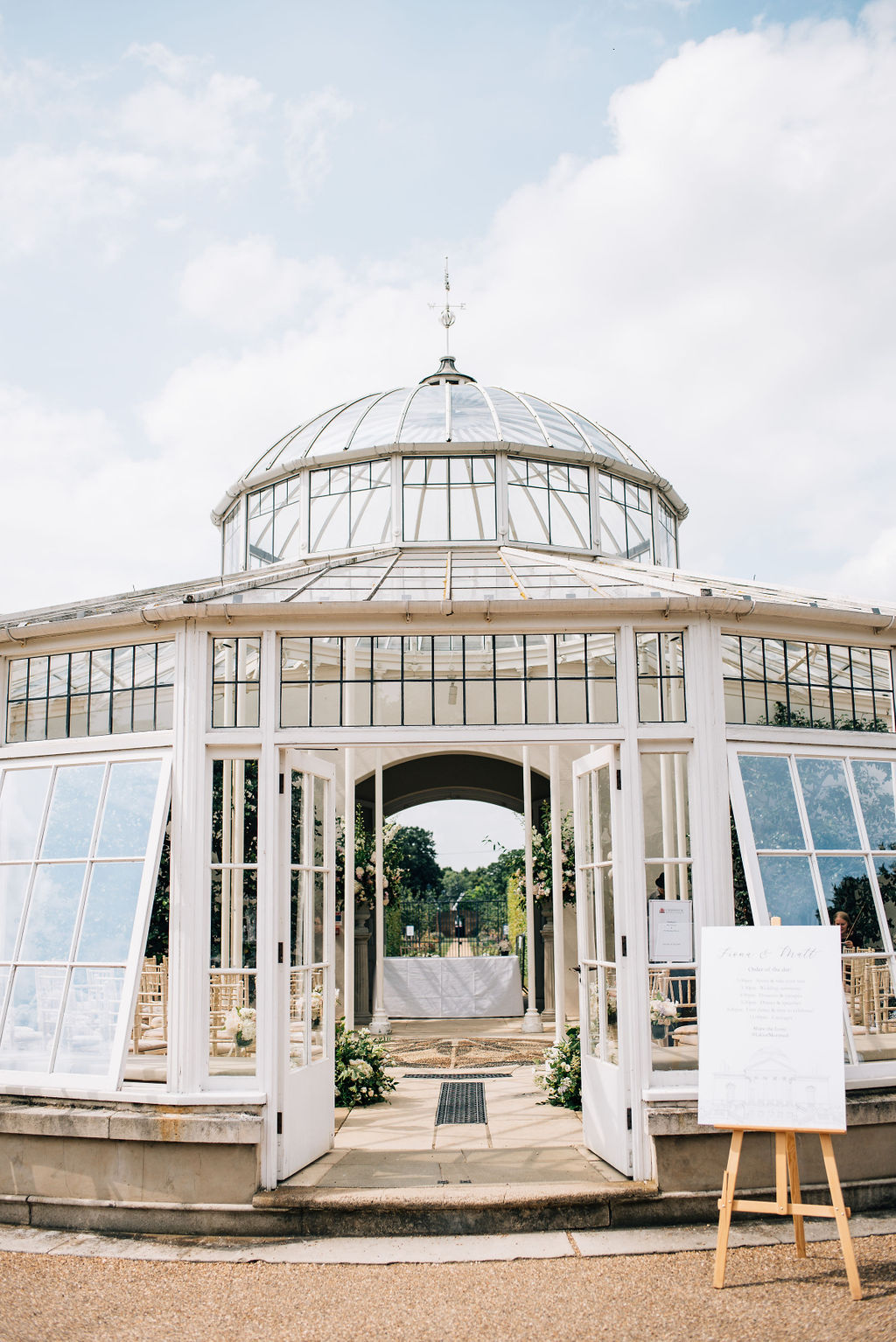 Summer wedding in the conservatory at Chiswick House, London | Sugar Plum Bakes