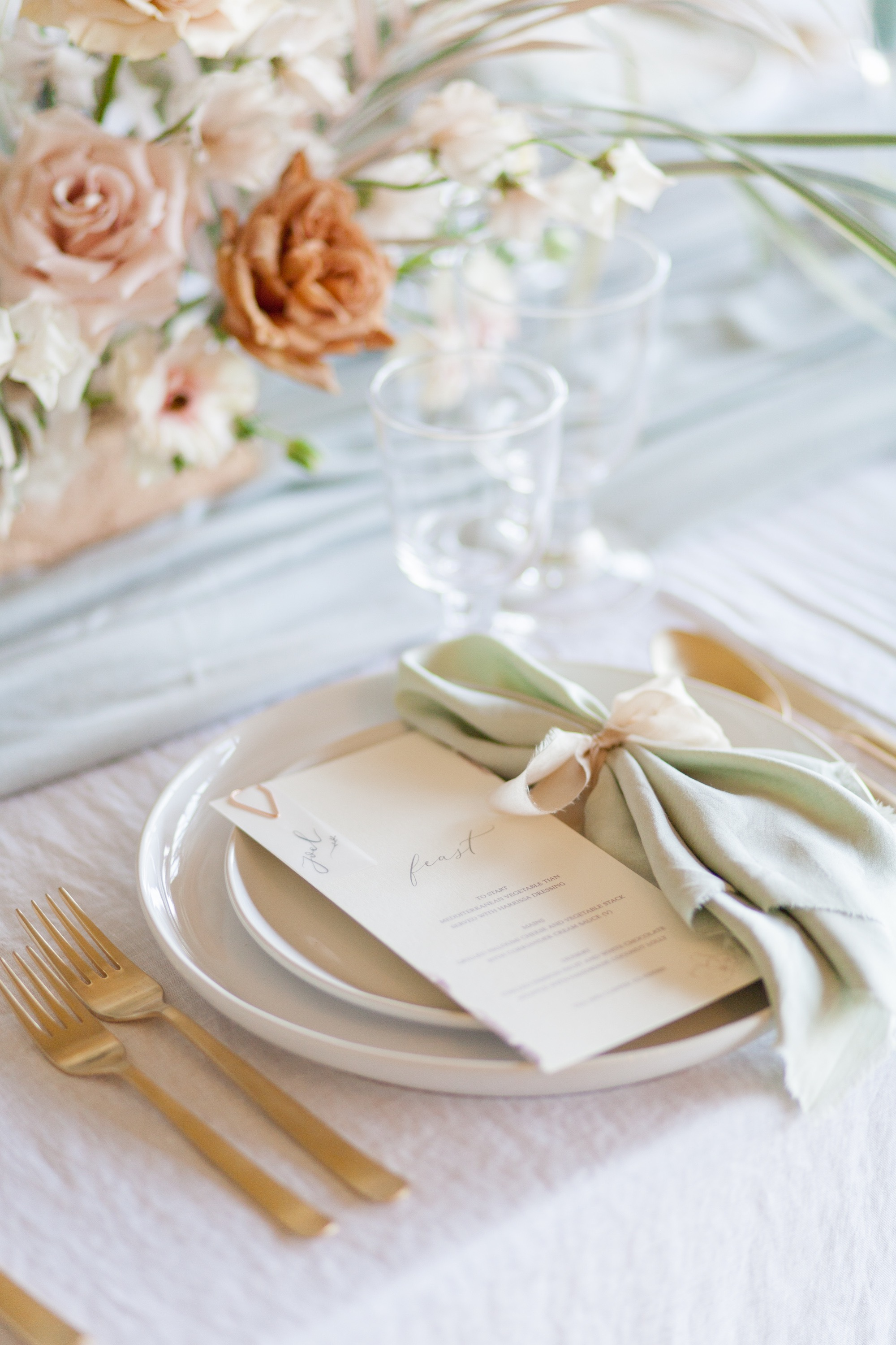 Fresh, modern wedding table setting in soft, gentle colours