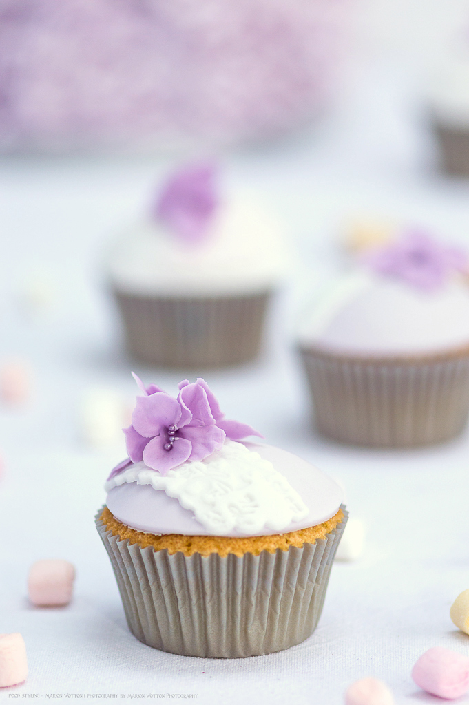 Bespoke cup cakes with hydrangea