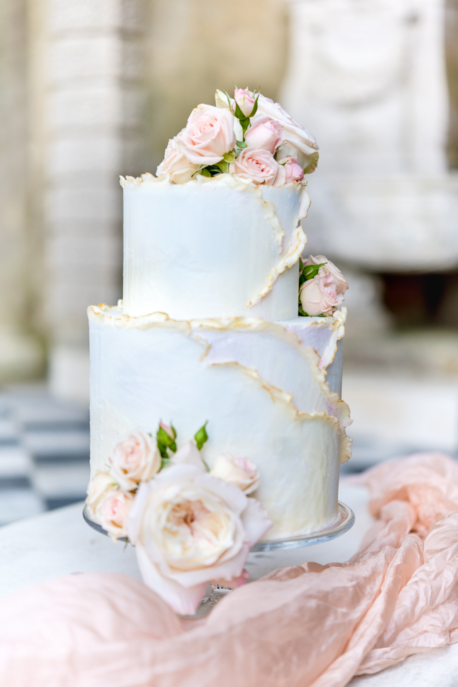 Elegant and modern buttercream cake with texture, a touch of gold and blush roses for a Wotton House wedding. Photo by Neli Prahova.